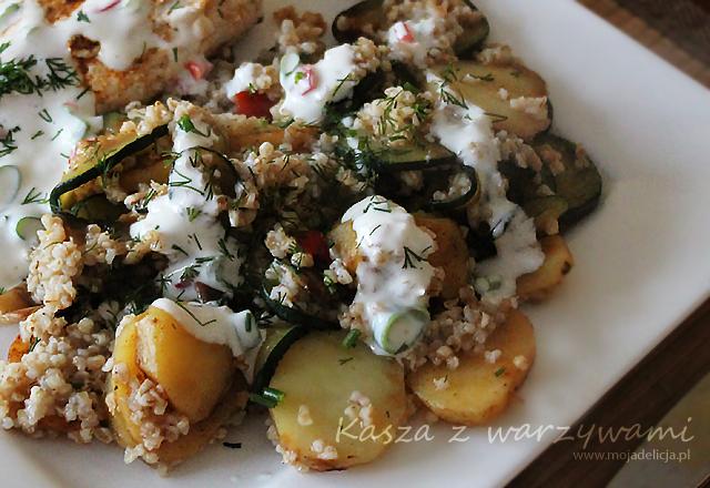 Kasza z grillowanymi warzywami i piersią z kurczaka