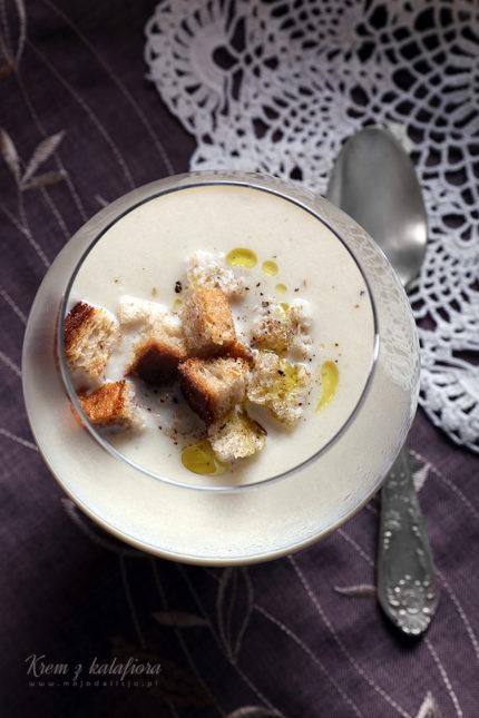 Krem z kalafiora z chrupiącymi grzankami i oliwą truflową