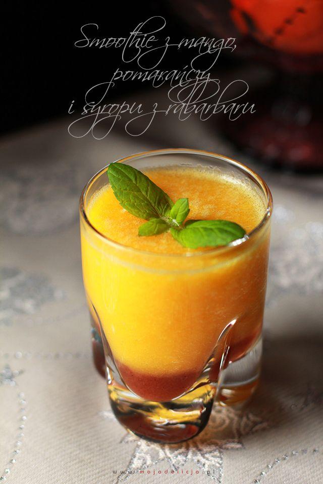 Smoothie z mango, pomarańczy i syropu z rabarbaru