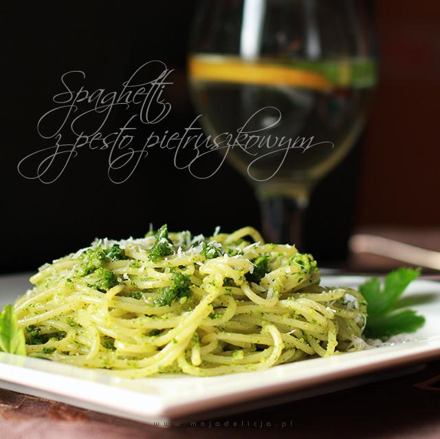 Spaghetti z pesto pietruszkowym i parmezanem