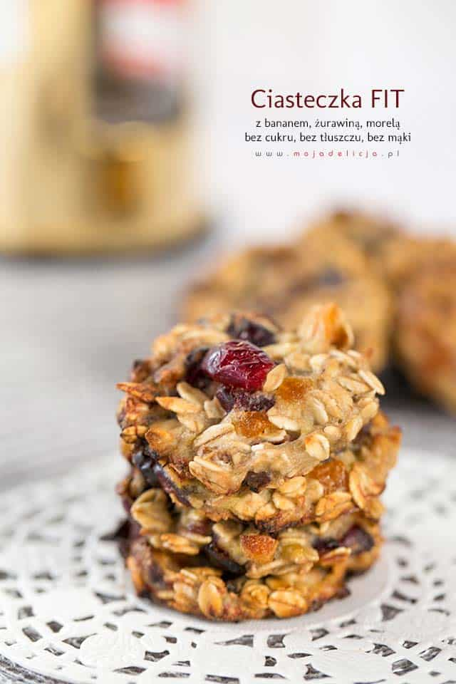 Ciasteczka owsiane FIT z bananem, żurawiną i suszoną morelką - bez cukru, bez mąki, bez tłuszczu