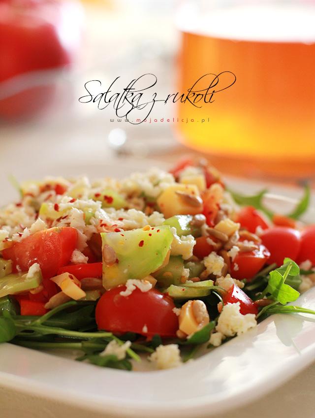 salatka-z-rukoli-ogorka-papryki-sera3