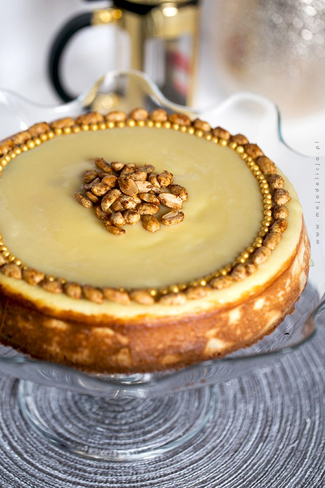 sernik-z-baileys-i-karmelizowanymi-orzeszkami---baked-baileys-cheesecake
