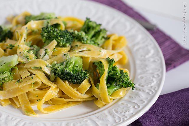 Makaron Tagliatelle z brokułem z sosem czosnkowo-cytrynowym - danie w 5 minut