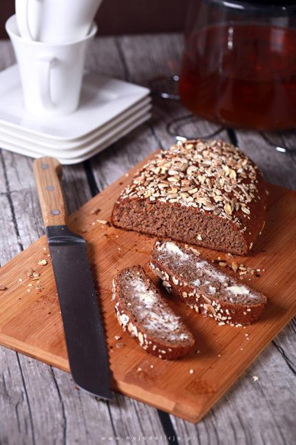 Prosty chleb z siemieniem lnianym