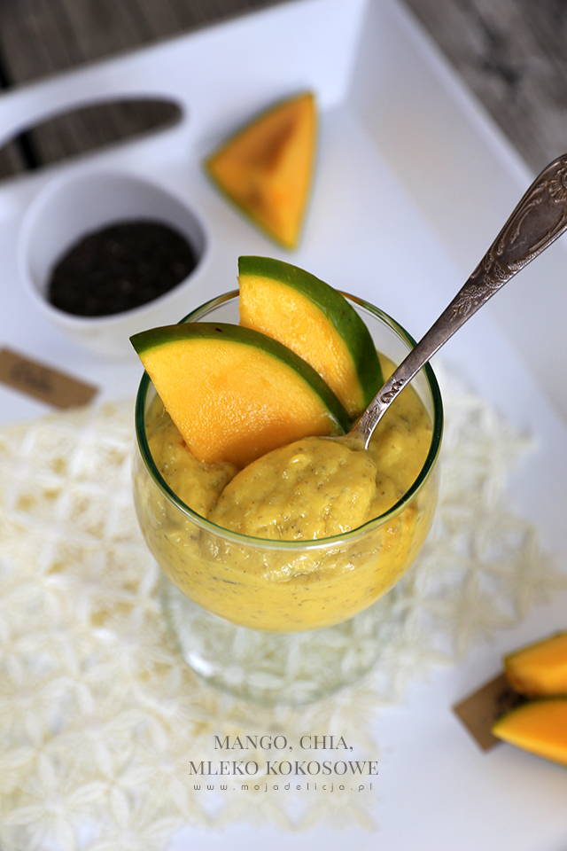 zdrowy-i-pozywny-deser-mango-nasiona-chia-mleko-kokosowe5