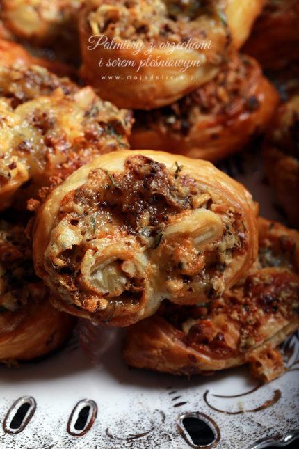 Palmiery z orzechami włoskimi i serem z niebieską pleśnią