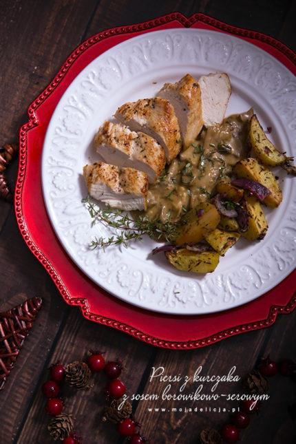 Piersi z kurczaka z sosem borowikowo-serowym z pieczonymi ziemniakami