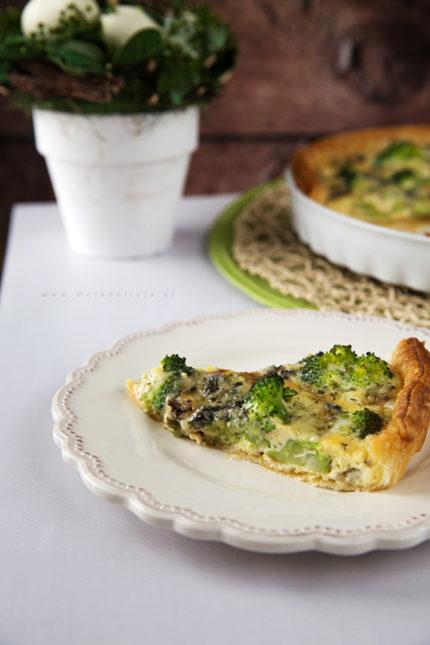 Tarta, quiche z brokułem i serem pleśniowym