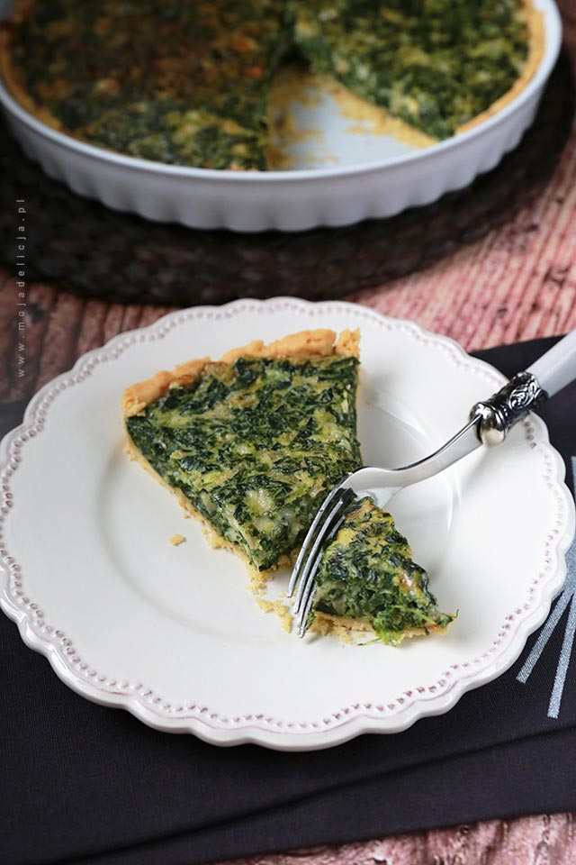 Tarta ze szpinakiem - Chrupiąca tarta ze szpinakiem i serem Gruyere