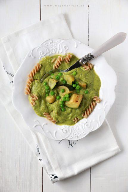 Zupa krem z cukinii i groszku z makaronem razowym + kilka słów o zdrowym odżywianiu