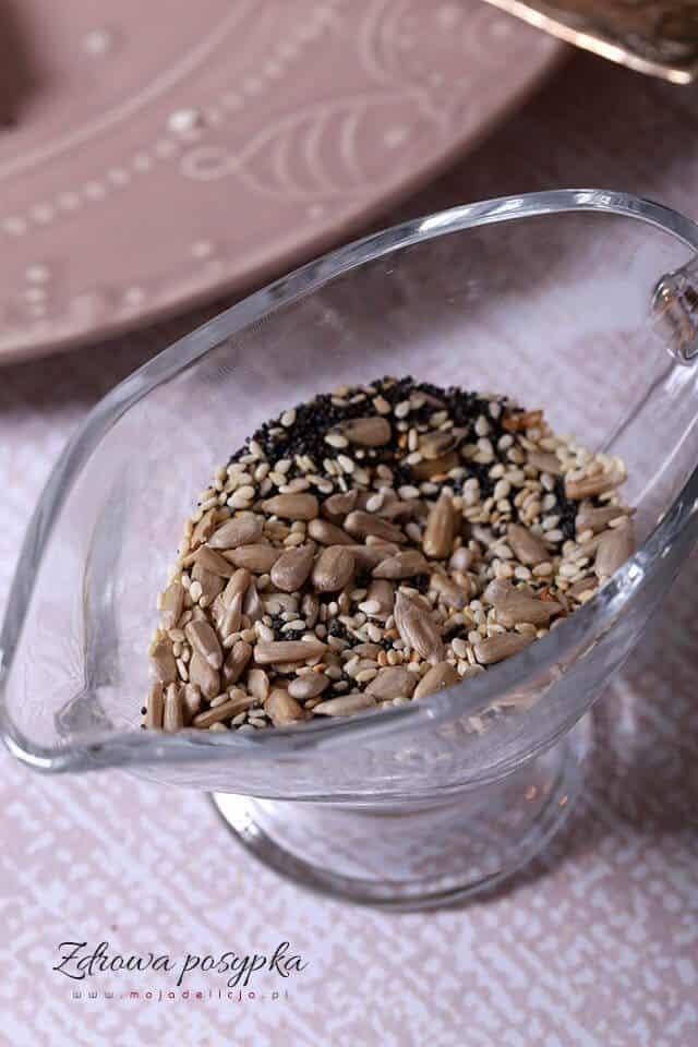 Posypka z prażonych ziaren słonecznika, maku i sezamu