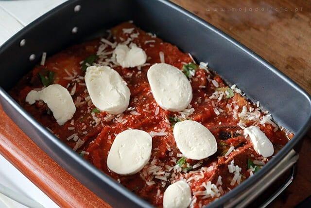 przygotowanie wegetariańskiej lazanii, zapiekanki z bakłażana