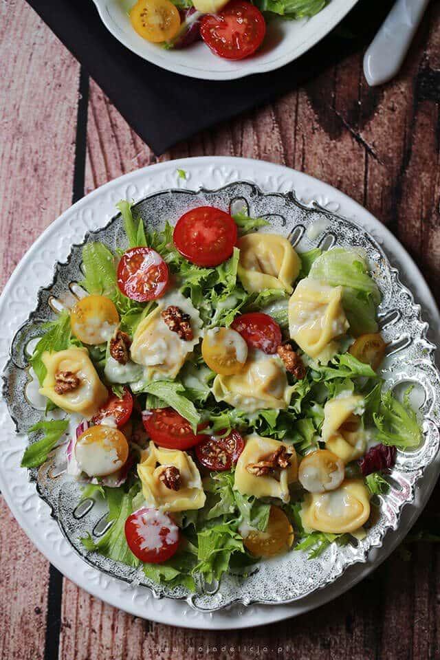 Salatka-z-tortellini-z-sosem-gorgonzola