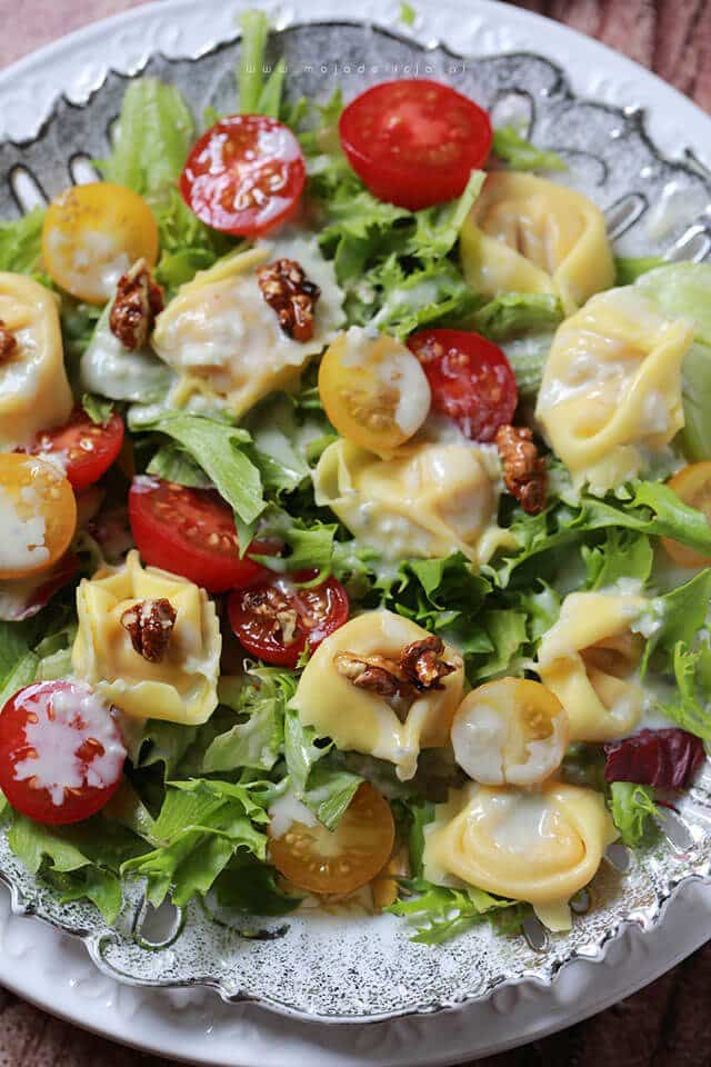Salatka-z-tortellini-z-sosem-gorgonzola3