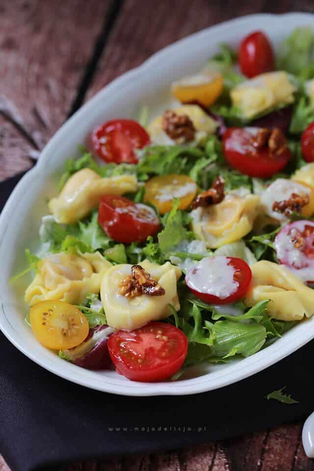 Salatka-z-tortellini-z-sosem-gorgonzola4