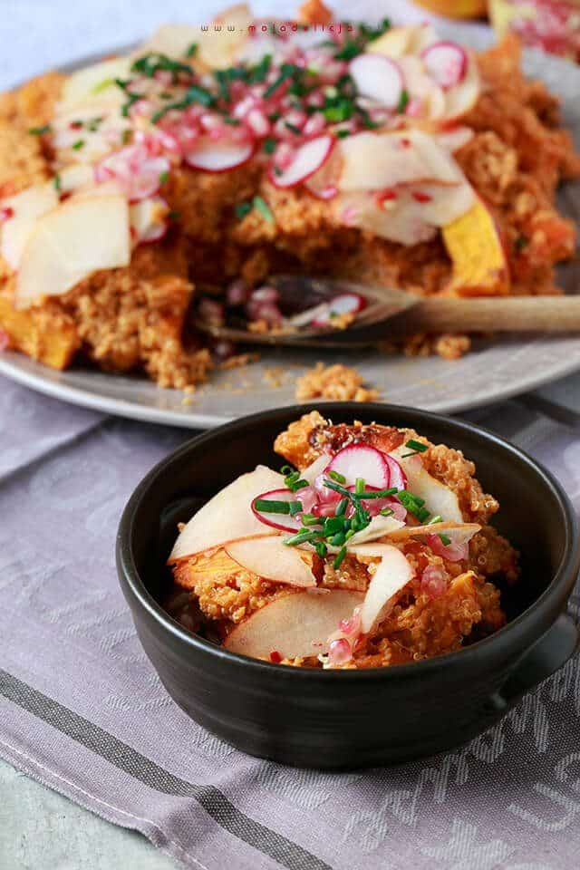 2salatka-z-kasza-quinoa-z-dynia-i-marchewka-z-dressingiem-z-pomaraczy-i-pieczonej-papryki2