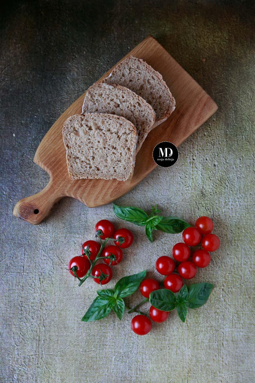 Sałatka z mozzarellą, pomidorkami i ziołami