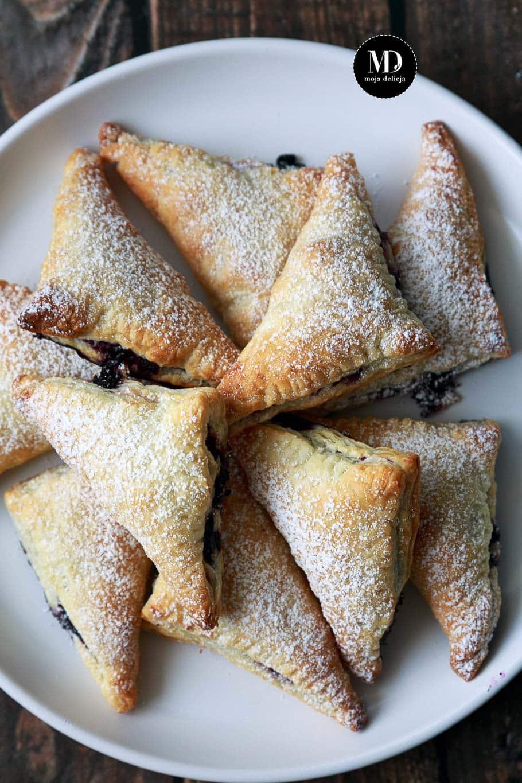 Rożki z ciasta francuskiego z borówkami i cytryną