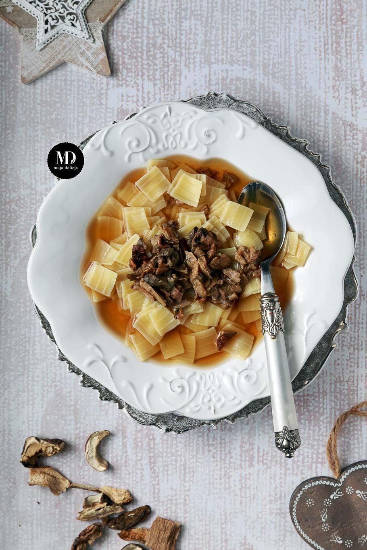 Wigilijna zupa grzybowa czysta bez śmietany. Zupa grzybowa na grzybach suszonych