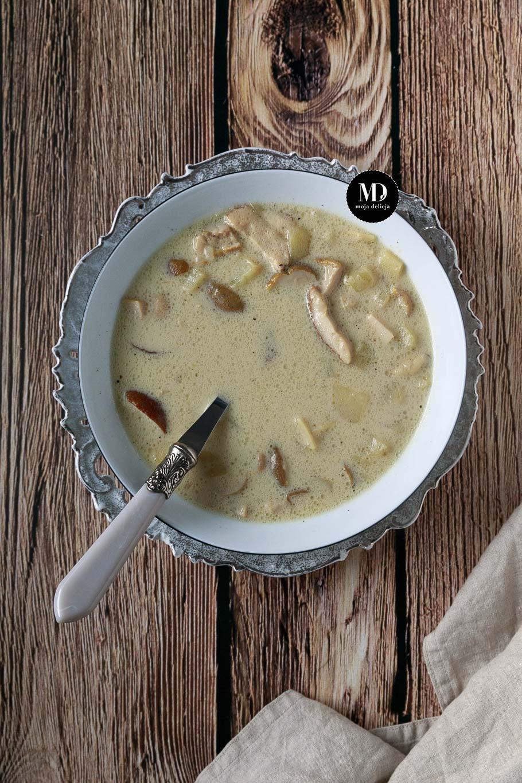 Zupa grzybowa z mrożonych borowików z ziemniakami i łazankami. Pyszna zupa grzybowa.