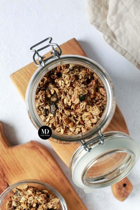 Granola z chia, dynią i siemieniem lnianym