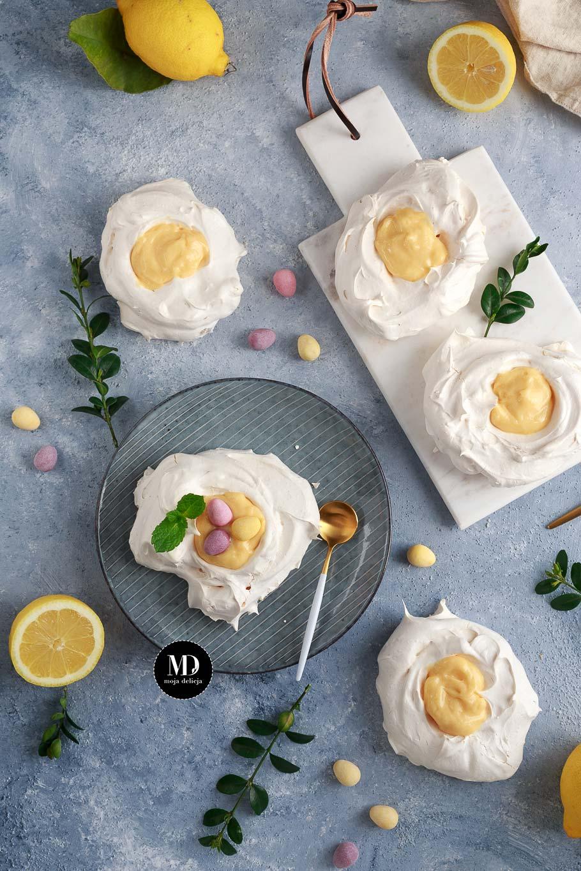 Mini bezy z Lemon Curd (Mini pavlova, wielkanocne gniazdka z kremem cytrynowym)