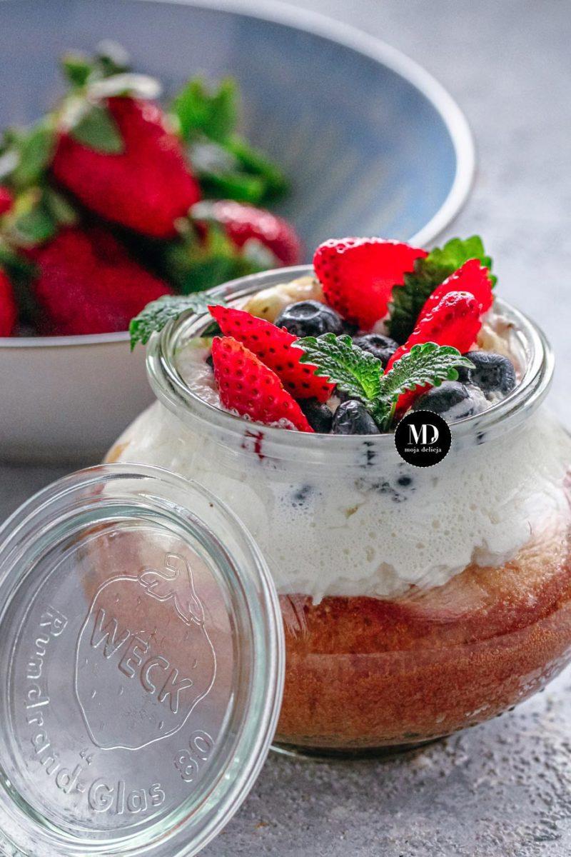 Ciasto w słoiku - Ciasto cytrynowe pieczone w słoiku, Tort w słoiku