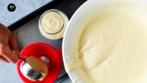 Ciasto w słoiku - Ciasto cytrynowe pieczone w słoiku - Przygotowanie - Napełnić ciastem słoiki